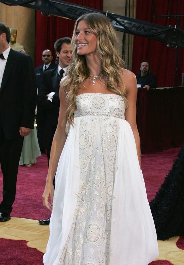 Gisele Bündchen no Oscar de 2005. (Foto: Getty Images)