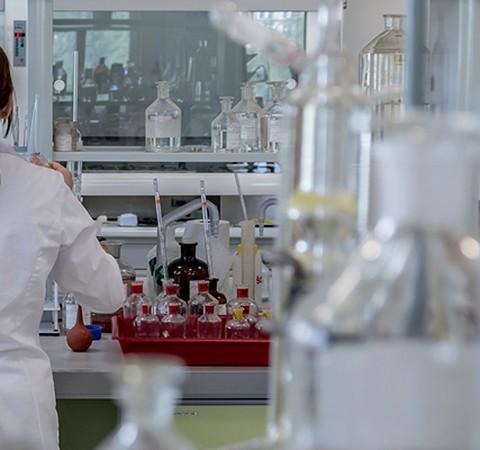 Em teste, drogas inibem enzima crucial para replicação do Sars-CoV-2