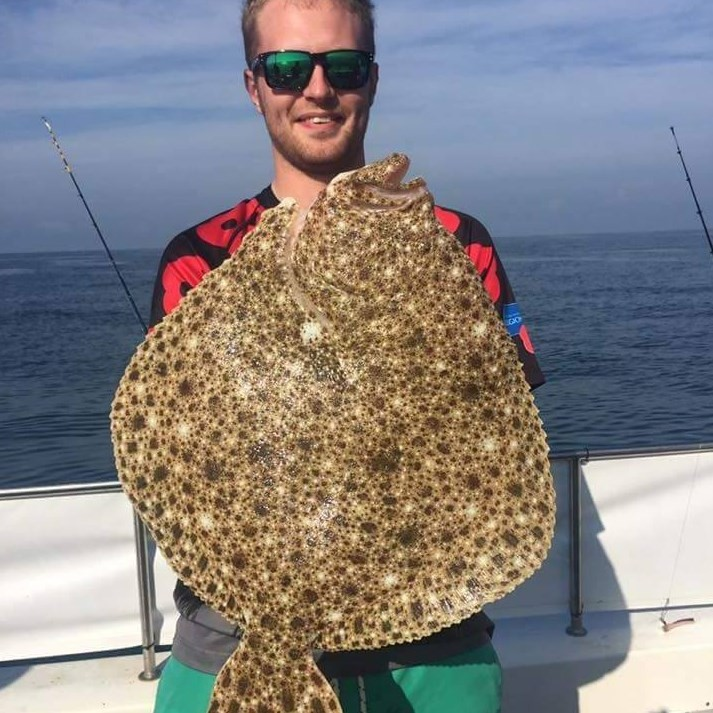 Sam Quilliam com outro tipo de peixe fisgado por ele