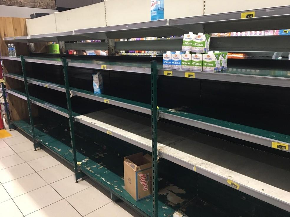 18 de março – Estantes de leite em supermercado na Avenida Afonso Pena, no bairro Funcionários, Região Centro-Sul de BH  — Foto: Leonardo Medina/TV Globo