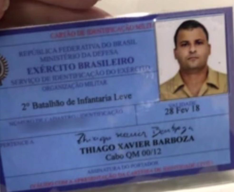 Músico tornou-se militar há um ano e serve no 2º Bil em São Vicente, SP (Foto: Reprodução/TV Globo)