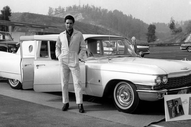 Elvis Presley e seu Cadillac Fleetwood Serie 75   (Foto: Divulgação)