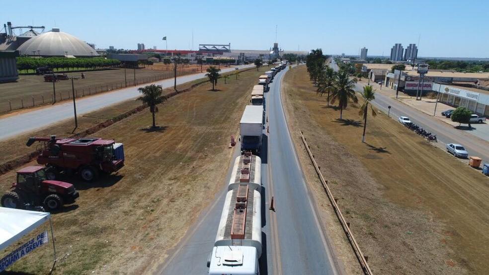 Manifestantes estão impedindo o tráfego de veículos de carga (Foto: André Almeida/ Arquivo pessoal)