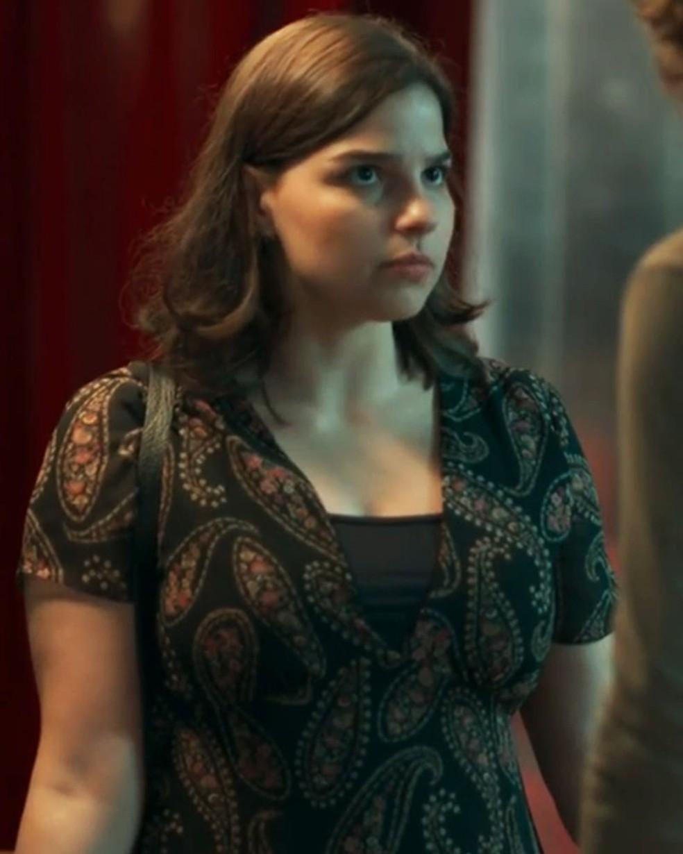 Keyla (Gabriela Medvedovski) não gosta de saber que Deco (Pablo Morais) vai viajar em 'Malhação - Viva a Diferença' — Foto: Globo