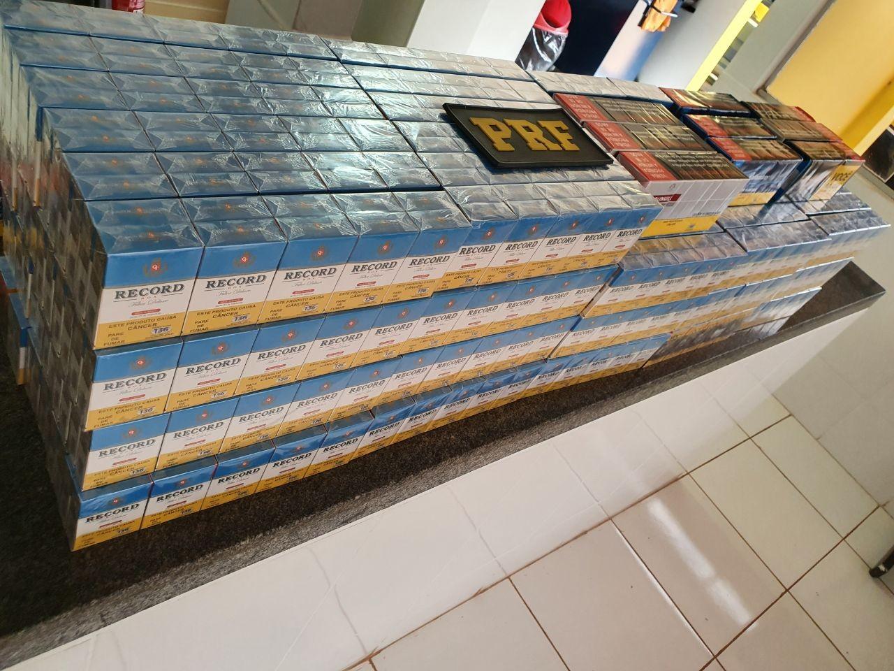 Mais de 1,1 mil maços de cigarros contrabandeados do Paraguai são apreendidos pela PRF em fiscalização