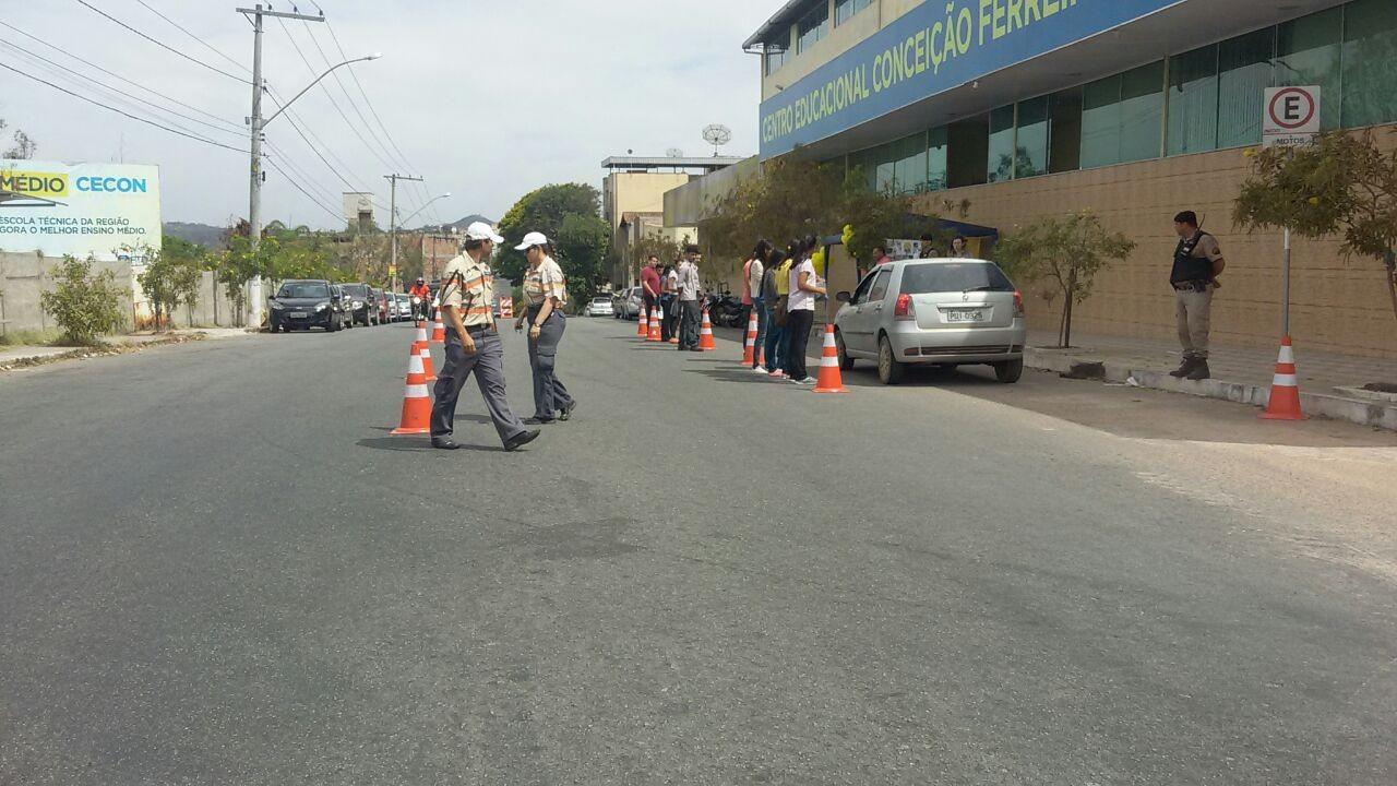 Motoristas são orientados durante blitz educativa em Divinópolis