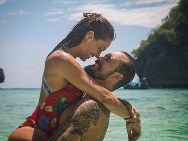 Paulo Vilhena e a namorada, Amanda Beraldi (Foto: Reprodução Instagram)