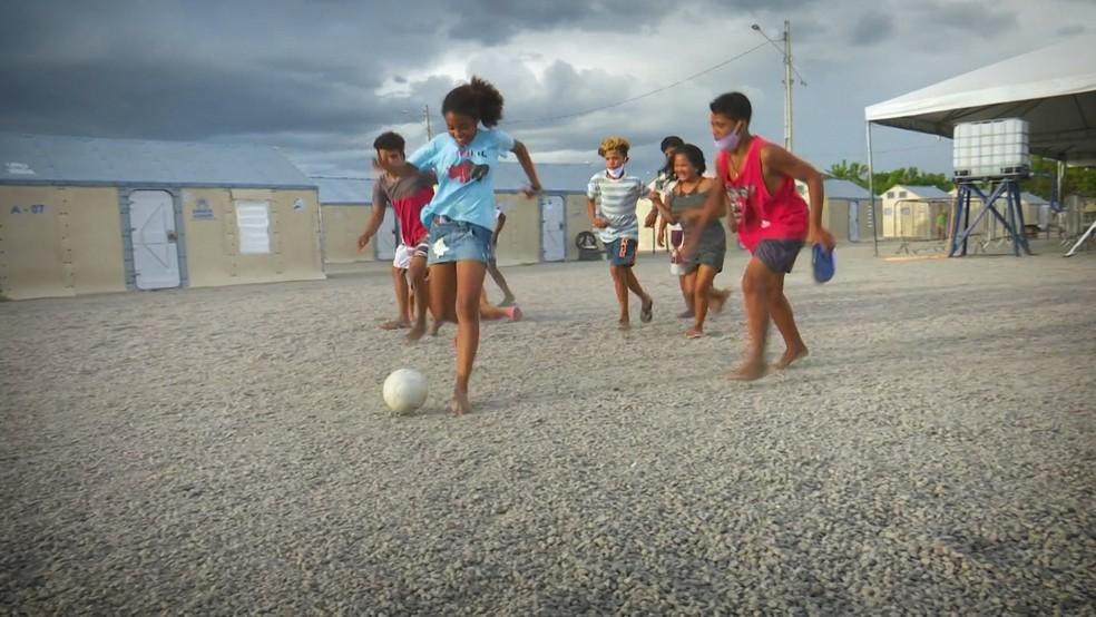 Abrigo em Roraima tem uma escolinha de futebol para imigrantes venezuelanos — Foto: Reprodução/Raimesson Martins/Rede Amazônica Roraima