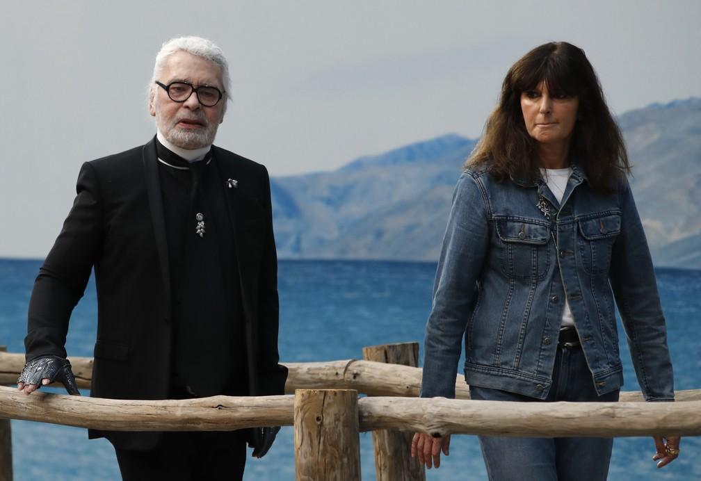 Karl Lagerfeld e Virginie Viard em imagem de outubro de 2018 — Foto: AP Photo/Christophe Ena/Arquivo