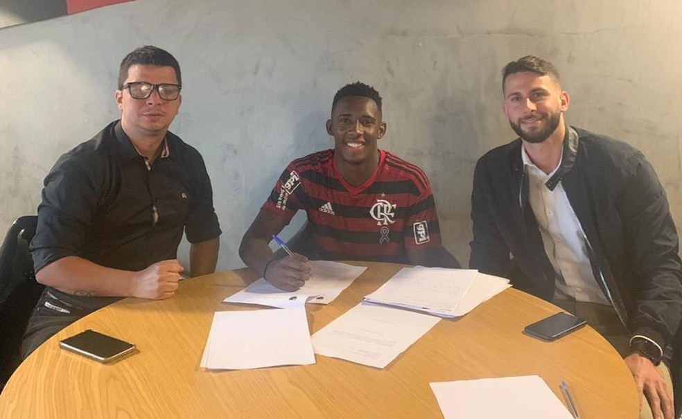 Yuri Cesar renovou recentemente seu contrato com o Flamengo até 2023, com multa de 50 milhões de euros — Foto: Divulgação