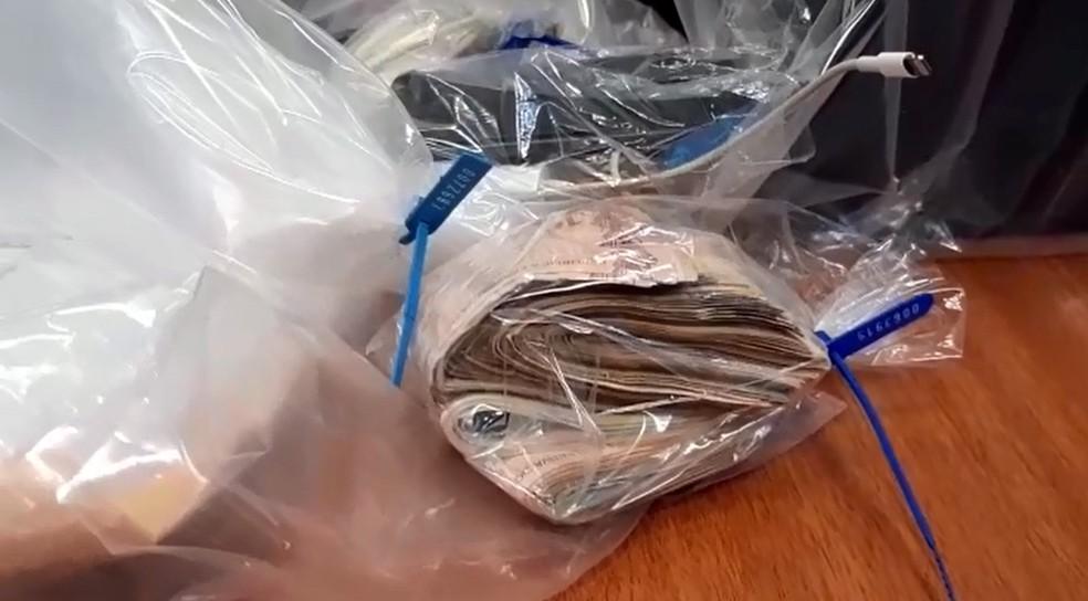 Agentes apreenderam em Sales Oliveira cédulas de dinheiro na segunda fase da Operação Eminência Parda — Foto: Reprodução/EPTV
