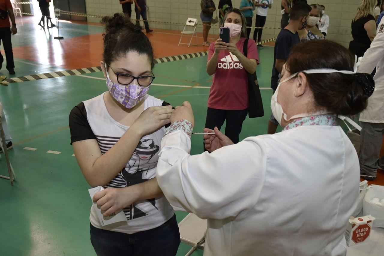 Vacinação contra a Covid-19 é feita em 8 unidades de saúde neste sábado (25), em Rio Branco