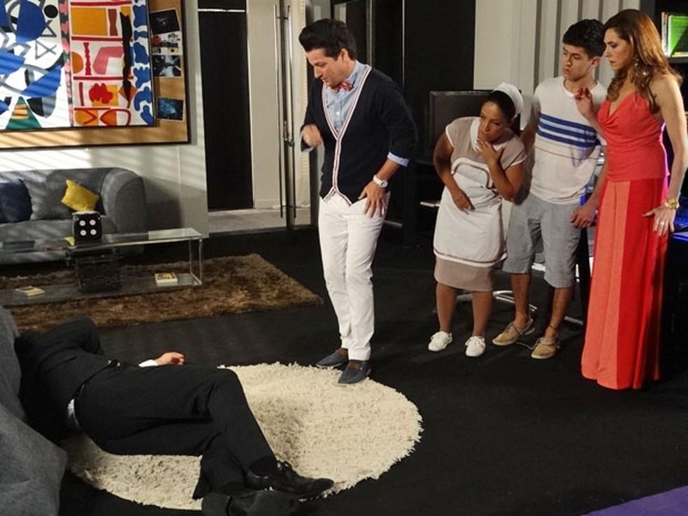 Baltazar passa mal ao ver clipe e é internado em 'Fina Estampa' — Foto: Globo
