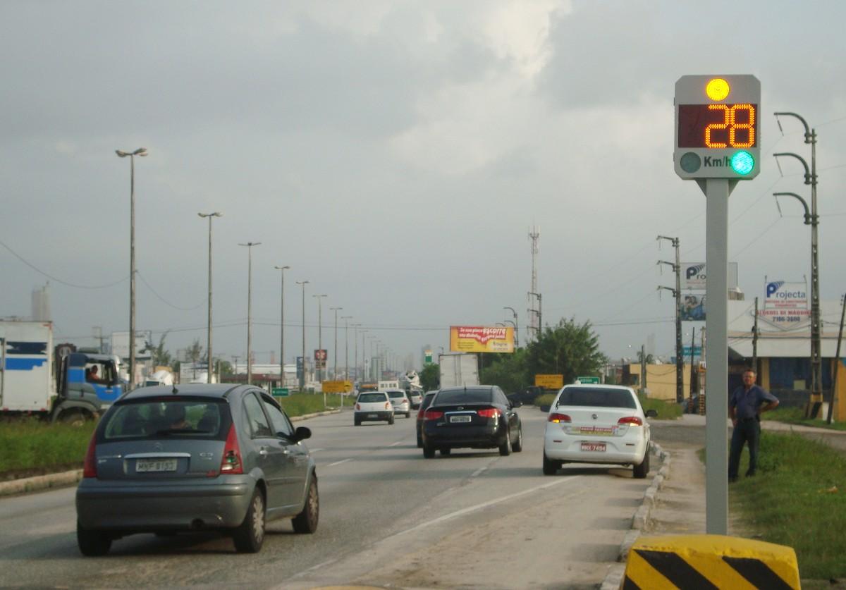 Lombadas eletrônicas em rodovias são desligadas durante feriadão de Natal em Pernambuco