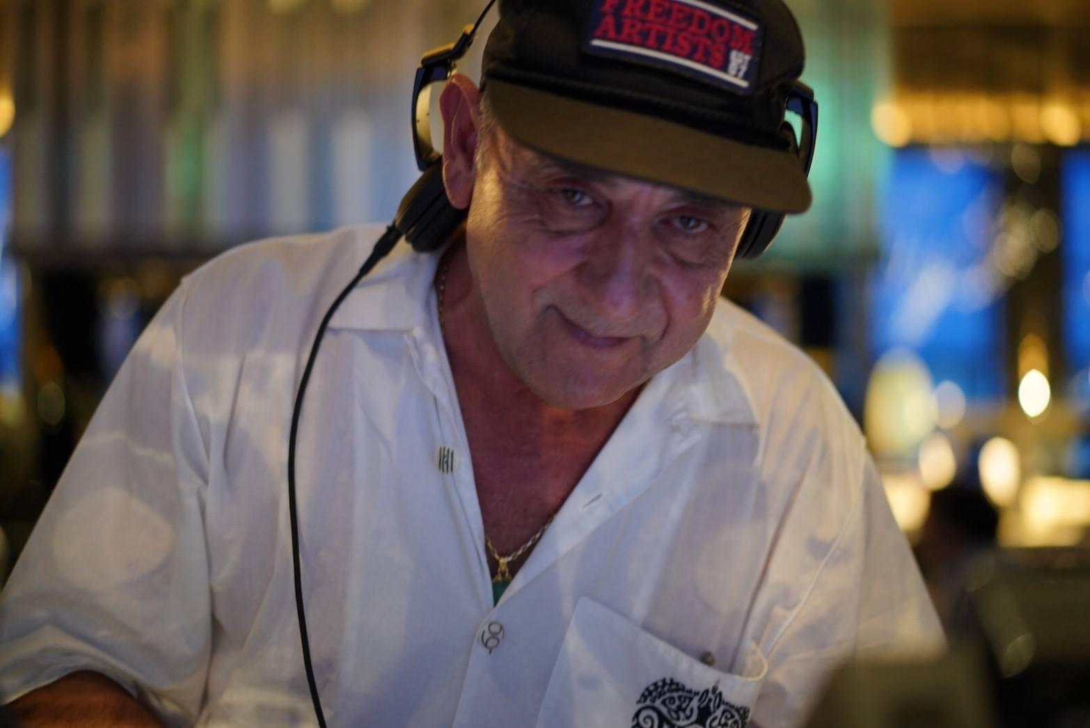 DJ José Padilla, ícone das festas em Ibiza, morre aos 64 anos