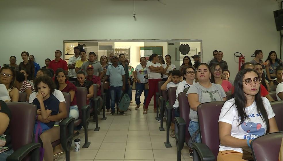 Plenário da Câmara de Vereadores de Petrolina ficou cheia nesta quinta-feira (13) — Foto: Reprodução / TV Grande Rio