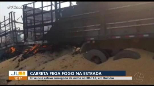 Carreta carregada de milho pega fogo na rodovia BR-163, em Itaituba