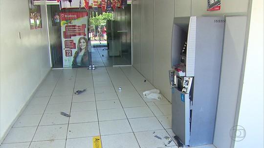 Bando tenta arrombar posto bancário no Grande Recife e atira em viaturas e na sede da PM