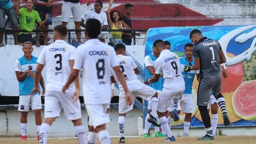 ABC vence Santa Cruz e mantém esperança na Copa do Nordeste Sub-20 ... c21e7b988ee