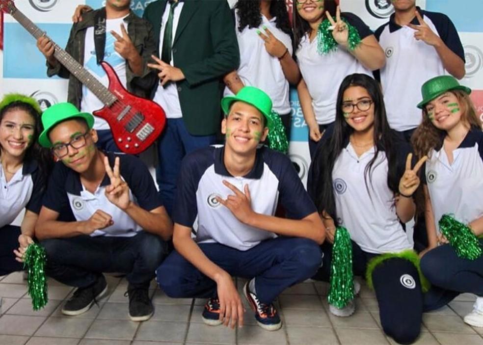 Valkyria Fonseca é a segunda aluna agachada da direita para esquerda — Foto: Arquivo Pessoal
