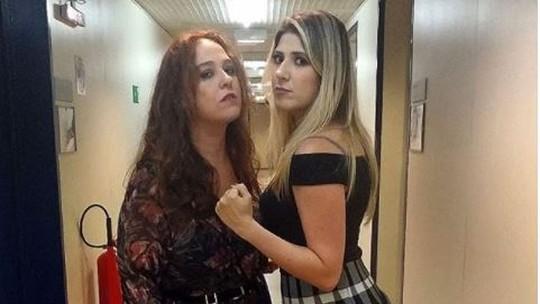 Dani Calabresa e Debora Lamm se divertem em cena de briga no 'Zorra'