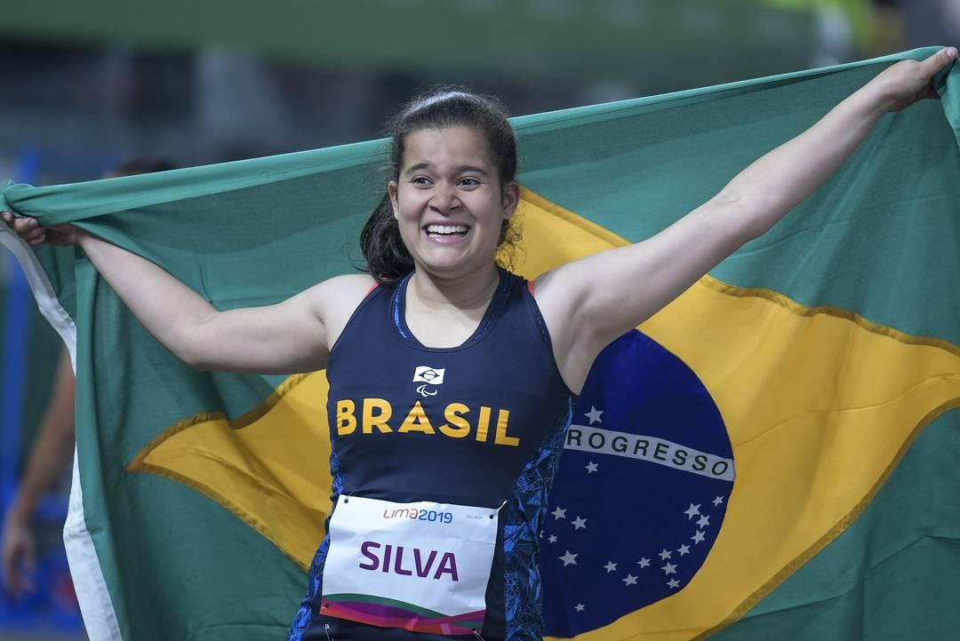 Verônica Hipolito comemora medalha de prata no Parapan de Lima