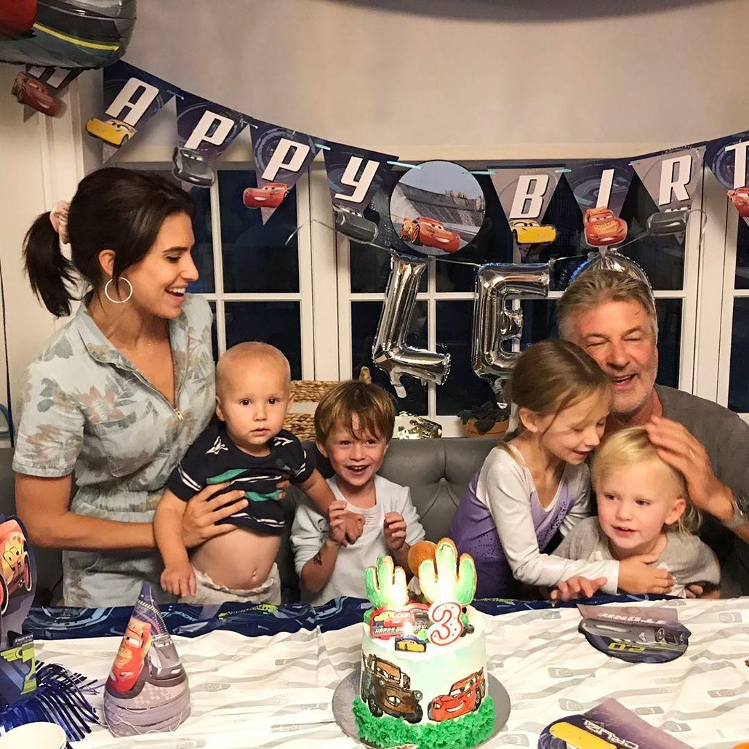 Alec Baldwin anuncia que será pai pela sexta vez - Notícias - Plantão Diário