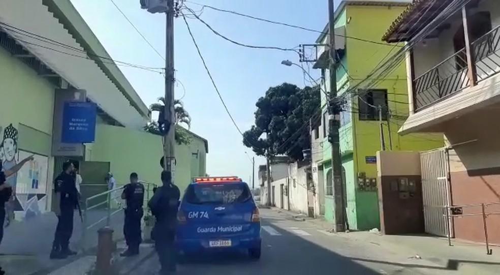 Escola é atingida por disparos em Andorinhas, Vitória— Foto: Reprodução/ TV Gazeta