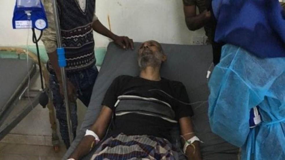 Abdullah Mohammed Salem foi levado ao hospital sem pulso, mas a reportagem da BBC testemunhou como ele foi ressuscitado (Foto: BBC)