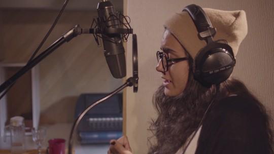 Day grava clipe de música autoral inspirada no relacionamento com a namorada