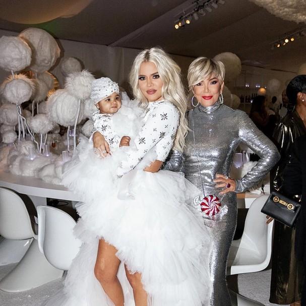 Khloé Kardashian, a bebê True e a matriarca Kris Jenner (Foto: Reprodução / instagram)