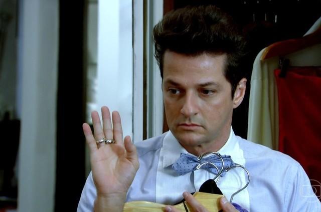 Marcelo Serrado como Crô em cena de 'Fina estampa' (Foto: Reprodução)