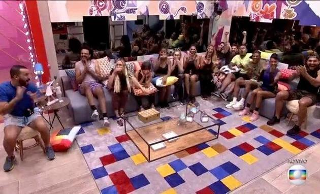 Participantes reunidos na sala do 'BBB' 21 (Foto: TV Globo)