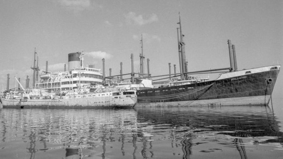Os barcos abandonados ficaram conhecidos como a frota amarela — Foto: Getty Images via BBC