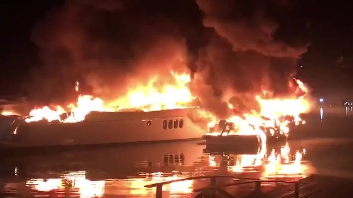 Lanchas pegam fogo em condomínio em Angra dos Reis – G1