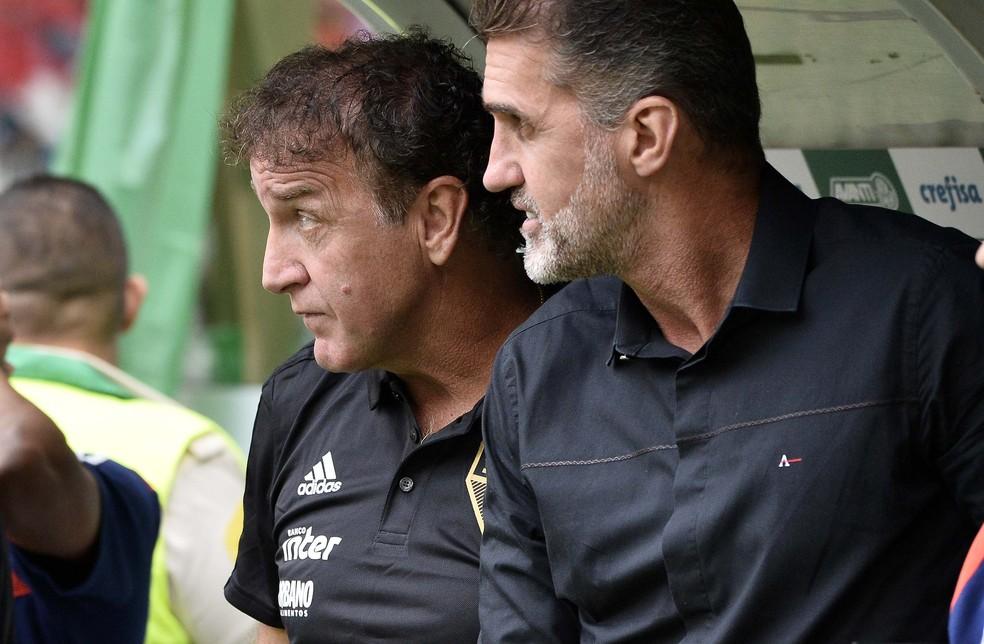 Cuca e Mancini durante o duelo contra o Palmeiras — Foto: Marcos Ribolli