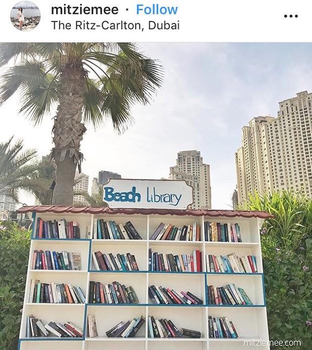 Biblioteca na praia (Foto: Reprodução/ Instagram)