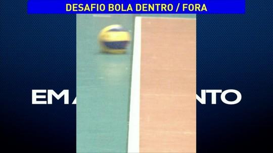 Douglas Silva saca, bola vai para fora, Renan pede desafio e perde