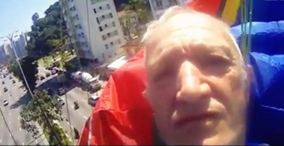 Aposentado gravou o próprio acidente em São Vicente, SP — Foto: Reprodução