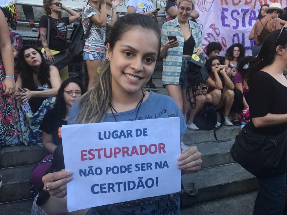 Larissa participa de ato contra a PEC no Centro do Rio (Foto: Matheus Rodrigues/G1)