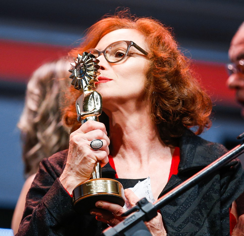 Marcélia Cartaxo ganhou prêmio de melhor atriz pelo longa 'Pacarrete', no Festival de Cinema de Gramado — Foto: Edison Vara/Agência Pressphoto