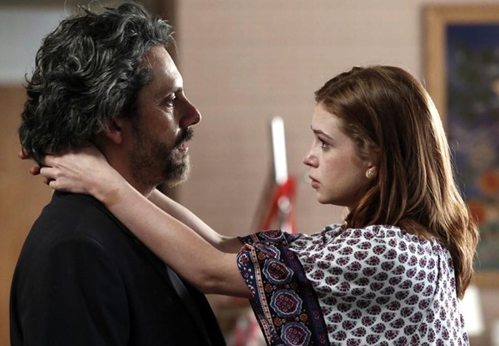 José Alfredo (Alexandre Nero)  quer saber quem anda visitando Maria Isis (Marina Ruy Barbosa) - 'Império' — Foto: Fábio Rocha/Globo