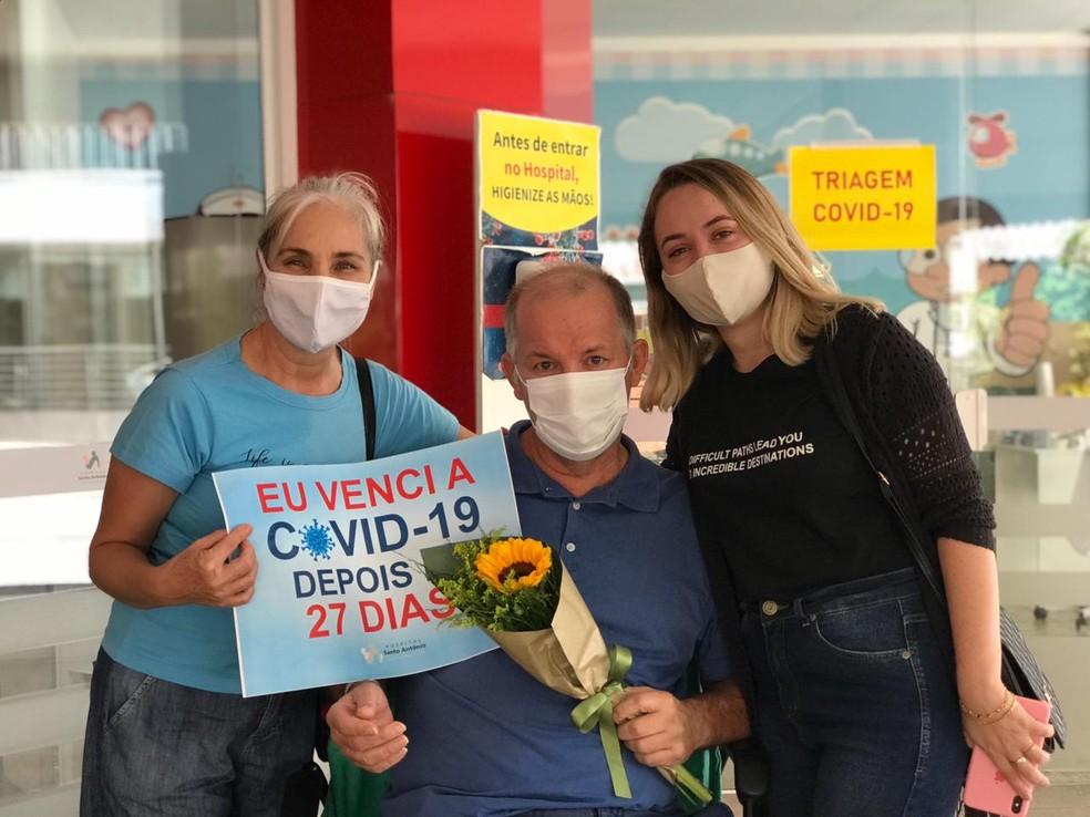 Paciente recebeu alta após 27 dias internado em hospital  — Foto: Hospital Santo Antônio/ Divulgação