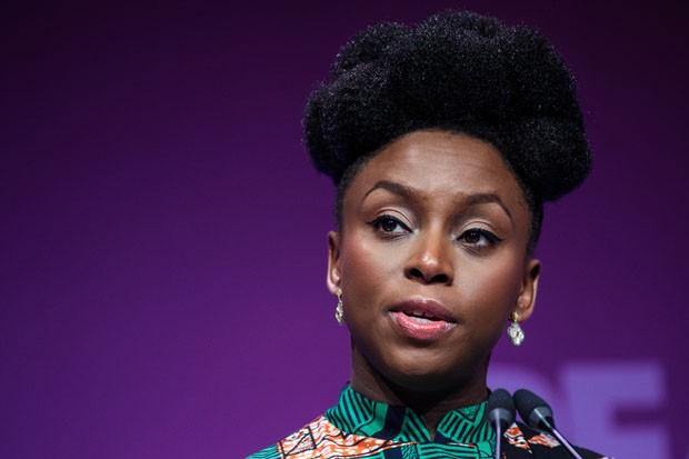 Chimamanda se torna a primeira africana a discursar para formandos em Harvard (Foto: Divulgação)