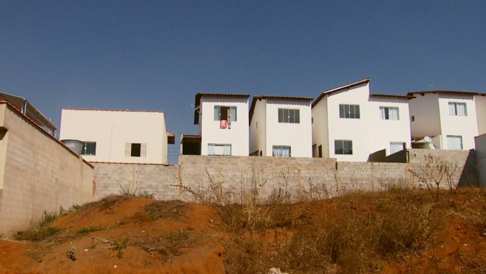 Nova lei proíbe que duas casas sejam construídas em um mesmo terreno em Varginha (Foto: Reprodução EPTV)
