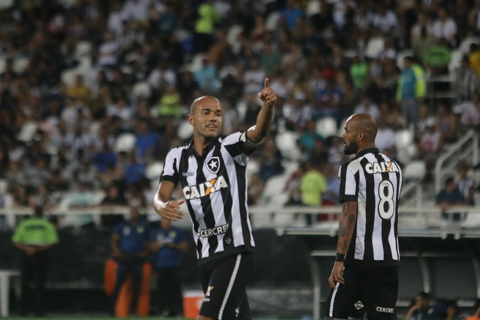 Roger já marcou sobre todos os três rivais cariocas na temporada (Foto: Agência Estado)