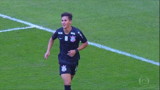 Mateus Vital ganha chance no time titular do Corinthians