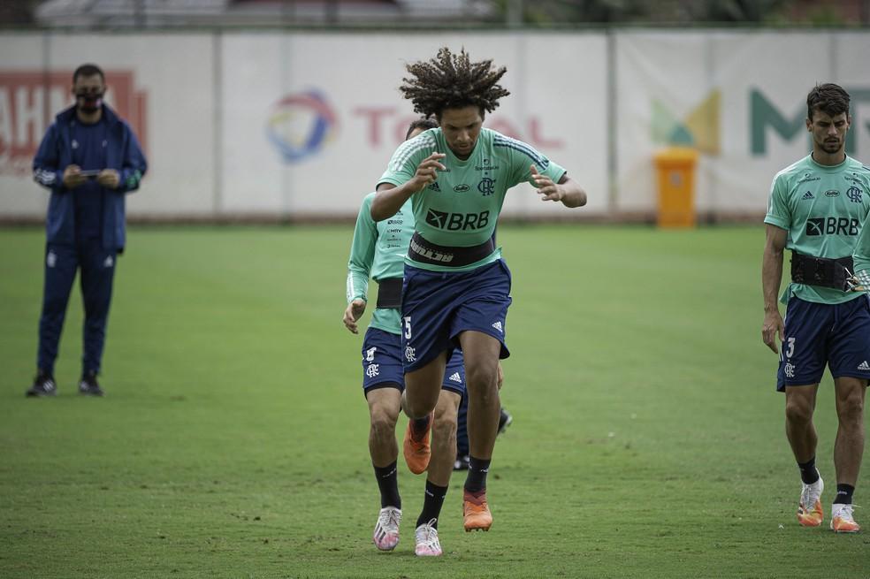 Ceni indica Flamengo com Arão na zaga e volta de Gabigol para enfrentar o Goiás