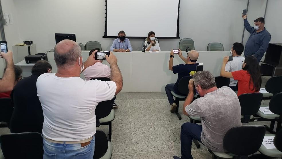 Professora Daniela (PL) prestou esclarecimentos na Câmara Municipal de Marília — Foto: Claudio Farneres/TV TEM