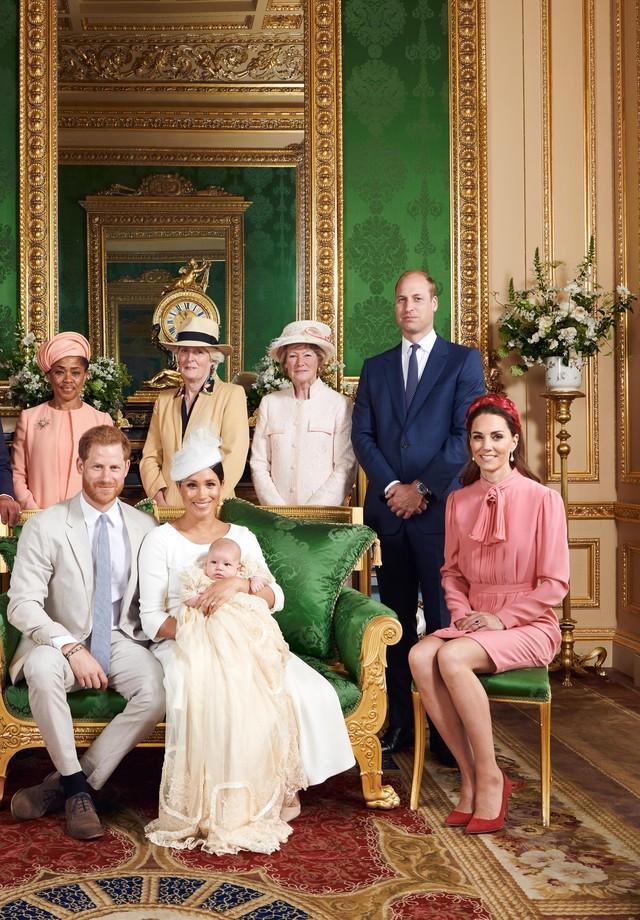 Meghan Markle e príncipe Harry batizam filho Archie na Inglaterra (Foto: Reprodução / Instagram)